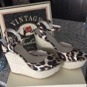 Alice and Olivia size 40 wedges